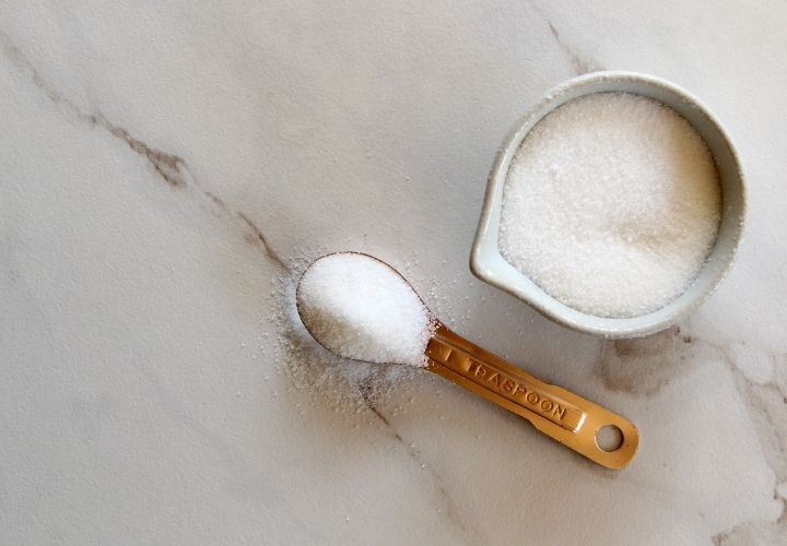 sugar in cup and teaspoon