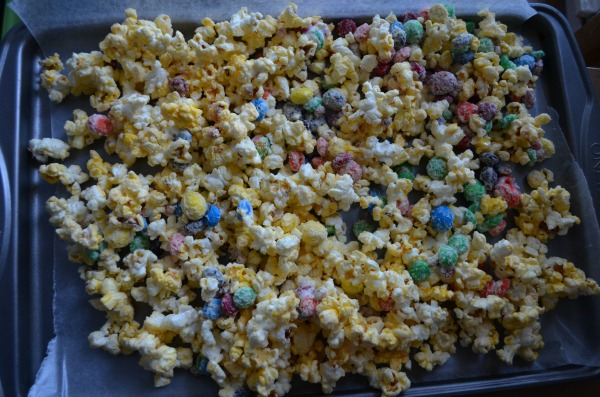 M&M's White Chocolate Popcorn Recipe Cooling