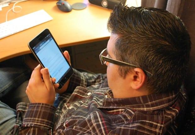ASUS MeMO Pad 7 LTE in Use