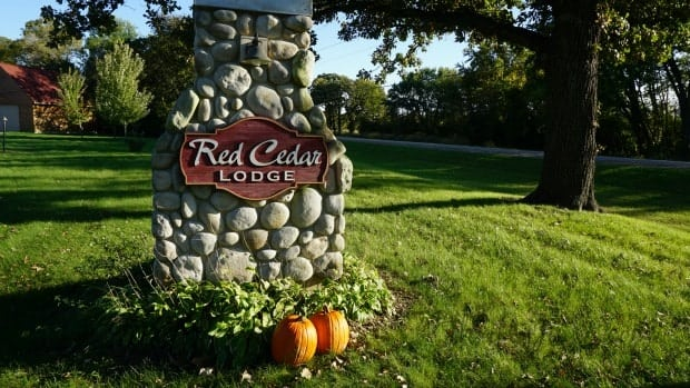 red-cedar-lodge-in-charles-city-iowa