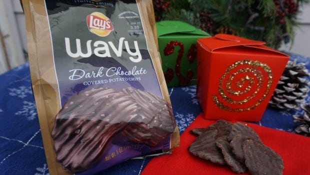 diy-festive-holiday-chip-boxes-with-wavy-lays-chocolate-covered-potato-chips