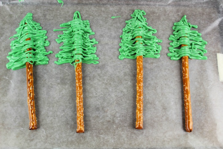 Christmas Tree Pretzels process