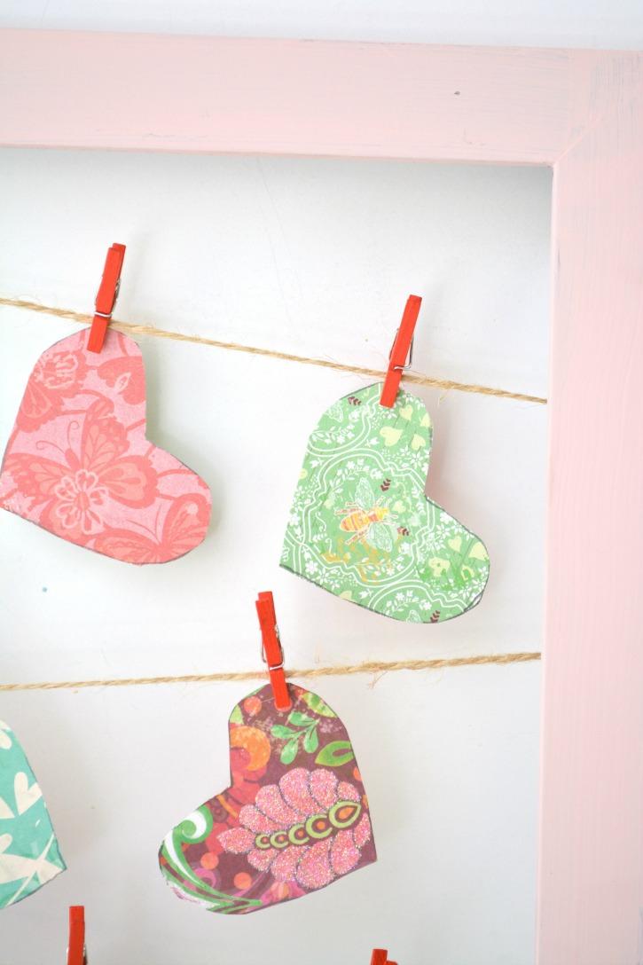 Valentine Clothesline Heart Frame Decor