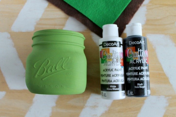 Baby Yoda Mason Jar Bank Craft process
